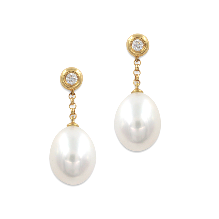 Dangling pretty pearl Earrings in yellow gold