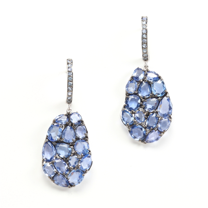 Drop Petali earrings in sapphires